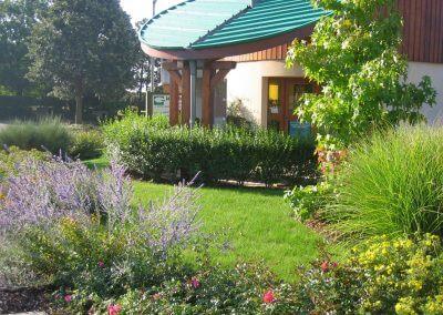 Jardins Gottri Remy MASSIF-FLEURI-400x284 Entretien des espaces verts particulier