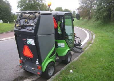 Jardins Gottri Remy MODULOFLEX-2200-T-400x284 Balayage désherbage mécanique