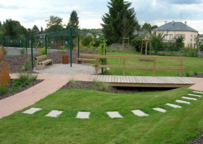 Jardins Gottri Remy PASSERELLE-ET-PERGOLA-400x284 Mobilier clôtures et accessoires pro